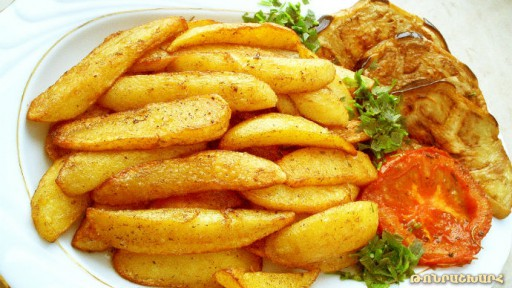 Fried potatoes with butter